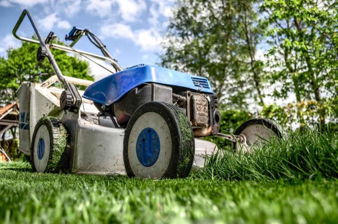 052718 lawnmower